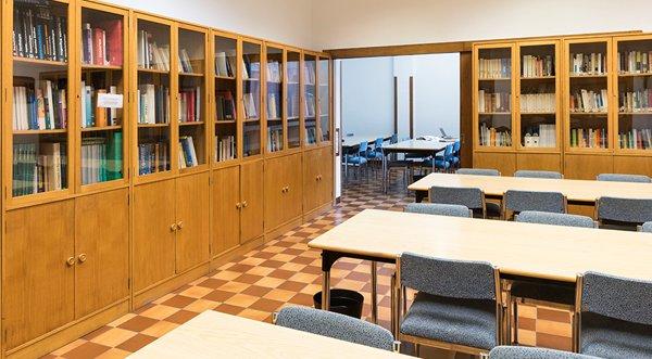 Sala de estudios del colegio